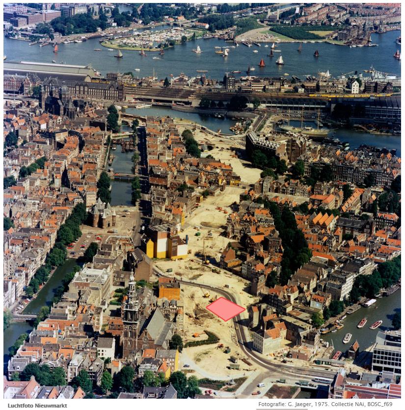luchtfotomet roze gebouw vlek